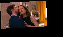 The Unbreakable Kimmy Schmidt S Ellie Kemper Felt Bad And Wrong Kissing Daniel Radcliffe In New Netflix Episode The Sun Wstale Com